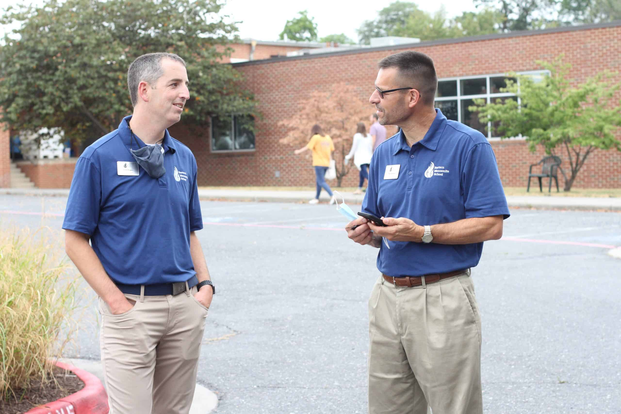 Scott Rogers, left, talks with Paul Leaman, head of school, at the fall 2021 Back to School event.